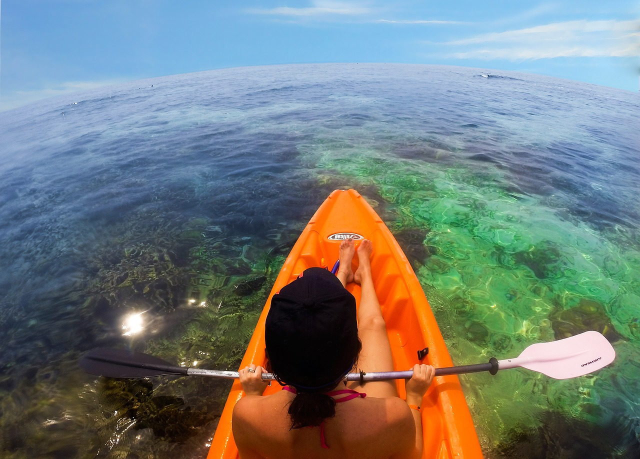 sea kayaking spots honduras